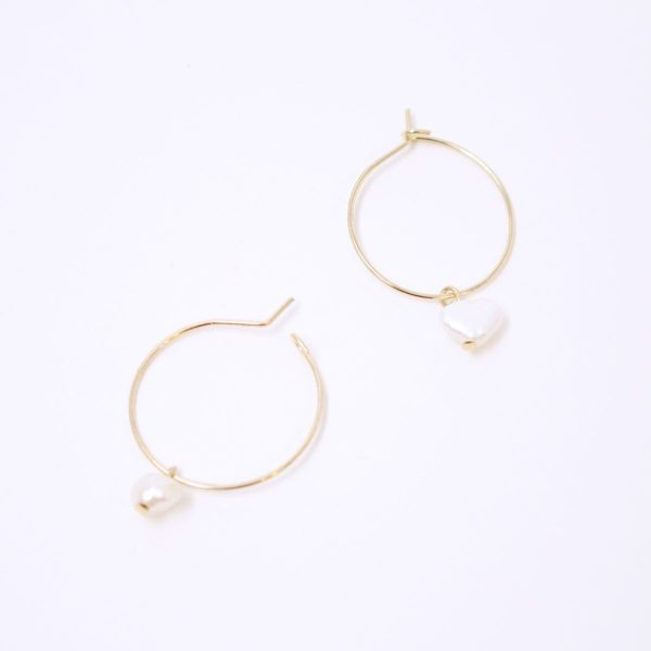 Small Natural Pearl Earring